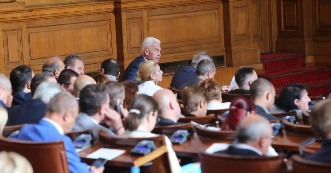 """Със 146 гласа """"за"""" и 69 """"против"""" депутатите преодоляха президентското"""