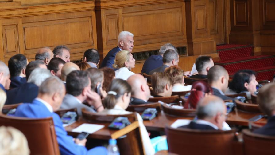 Образователната комисия прие забрана за наргилета на закрито