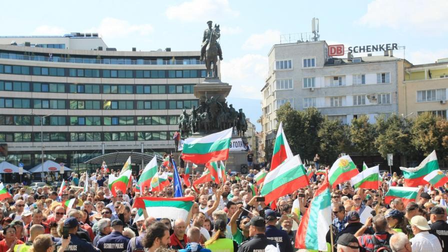 Протест в центъра на София, нападнат е журналист