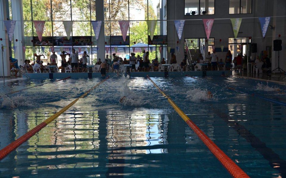 Над 60 деца участваха в плувен турнир пред погледа на Детелин Далаклиев в Плевен