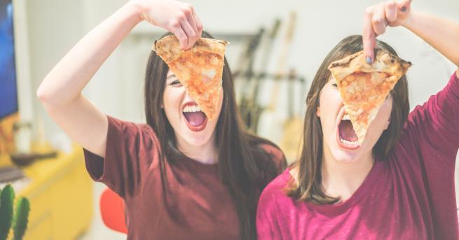 Обикновено, когато хапваме пица вкъщи, си плащаме за това удоволствие