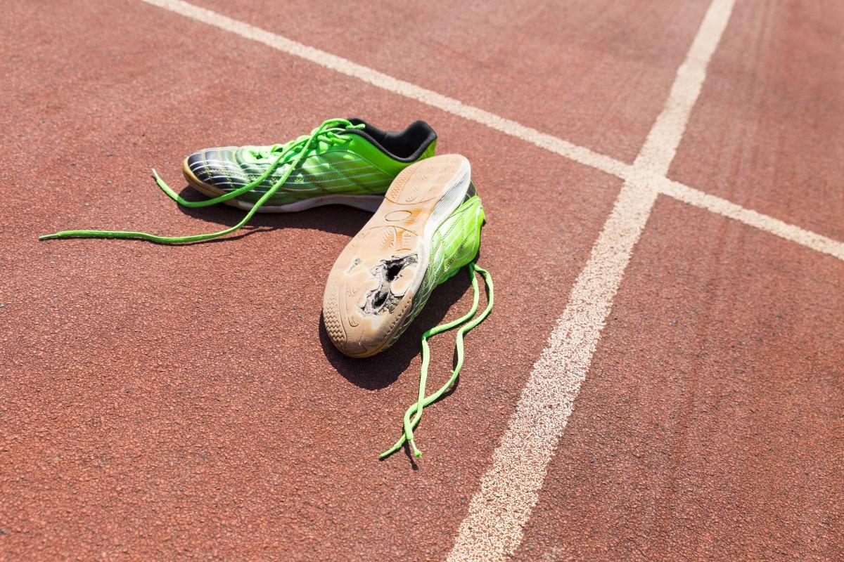 Износени маратонки. На краката ви трябва да е удобно, а не да се контузите, докато тренирате.