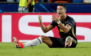 Юве не се удави в сълзите на Роналдо и тръгна здраво в ШЛ