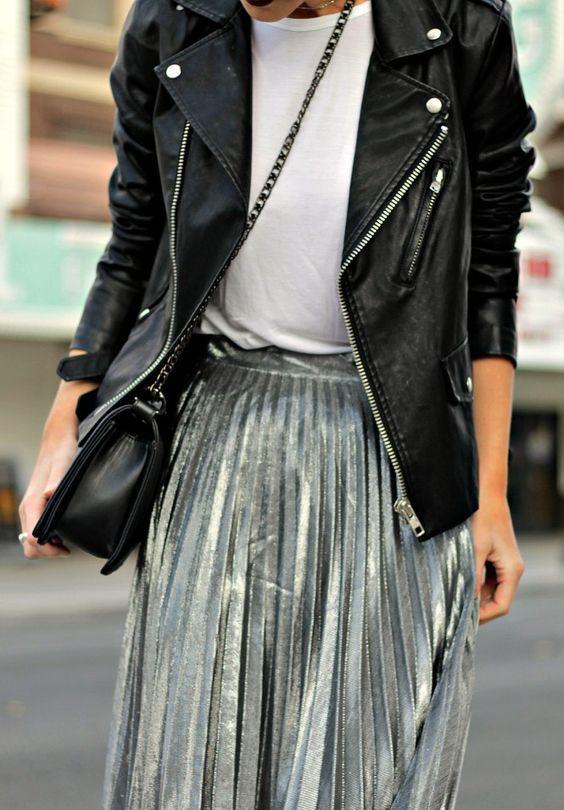 6. Ако искате една ефектна дреха за новия сезон, сякаш дошла от бъдещето, то задължително инвестирайте в сребърната материя. Имаше един момент, в който златото заемаше превес, но сега отново среброто е на мода. Върху костюми, рокли или връхни дрехи - класическо бяло сребро, старо тъмно сребро и сребро с холограмни отблясъци - тази дреха ще ви открои в тълпата.