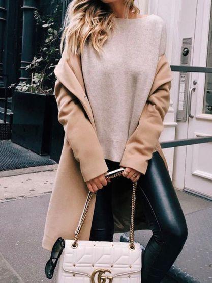 С голяма сила се завръщат и кожените облекла - не само под формата на якета и не само в класическите кафяви и черни тонове. Кожени рокли, поли, дълги връхни дрехи ще покриват телата ни, категорични са модните експерти.