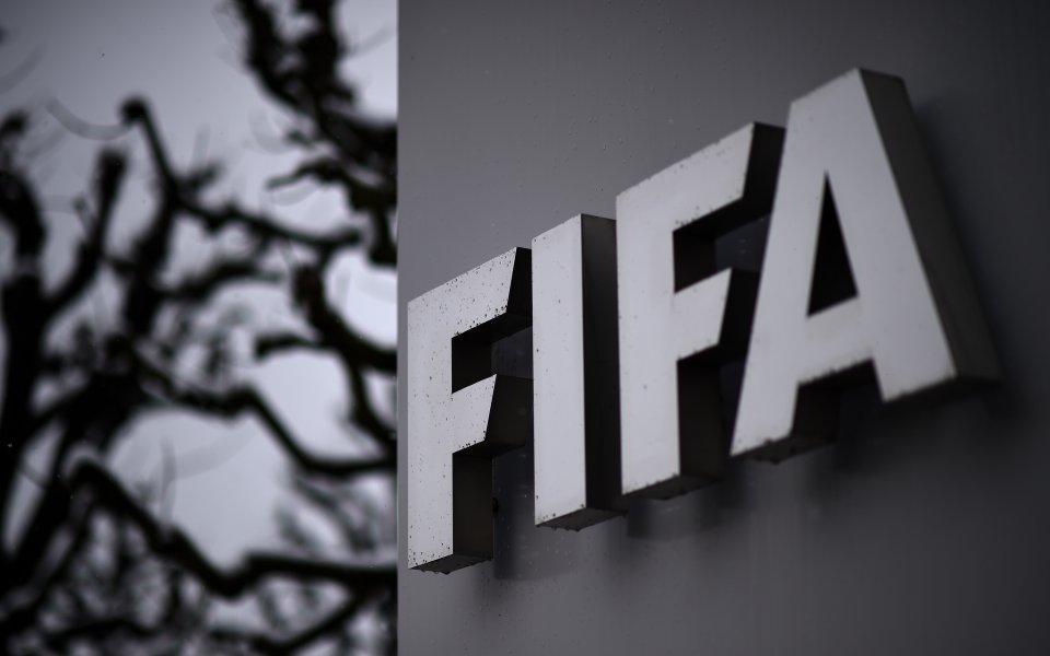 Разследван член на Етичната комисия към ФИФА подаде оставка