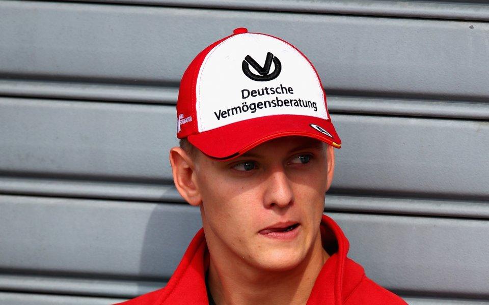Синът на Михаел Шумахер ще стане тест пилот на Ферари