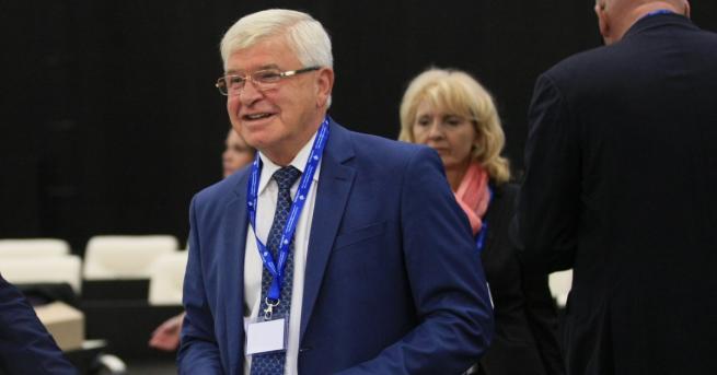 Здравният министър Кирил Ананиев представи 2 варианта за промени на