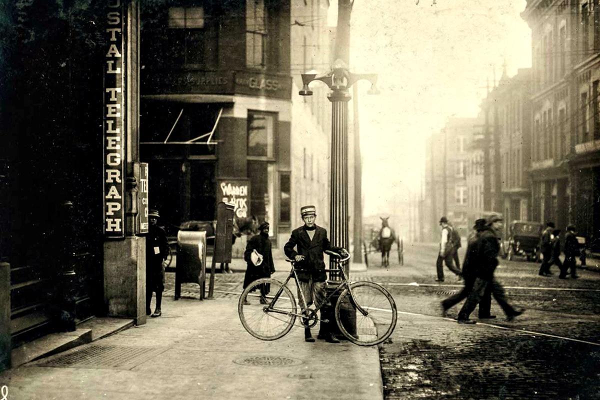 Ноември 1914 г.: Джордж Кристофър, 14 г. Работи от повече от 3 години.