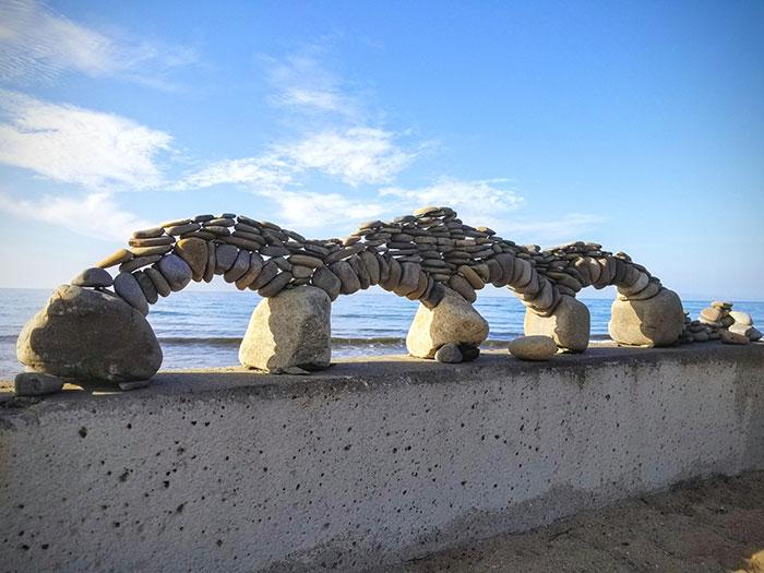 Уникалните свойства на арката са открити още от древните римляни. Теглото на всички камъни се съсредоточава в централния и това позволява на структурата да остане цяла въпреки силата на гравитацията.