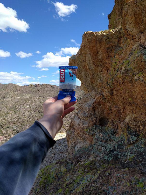 Този мъж открива скалата, на която е направена снимката от опаковката.