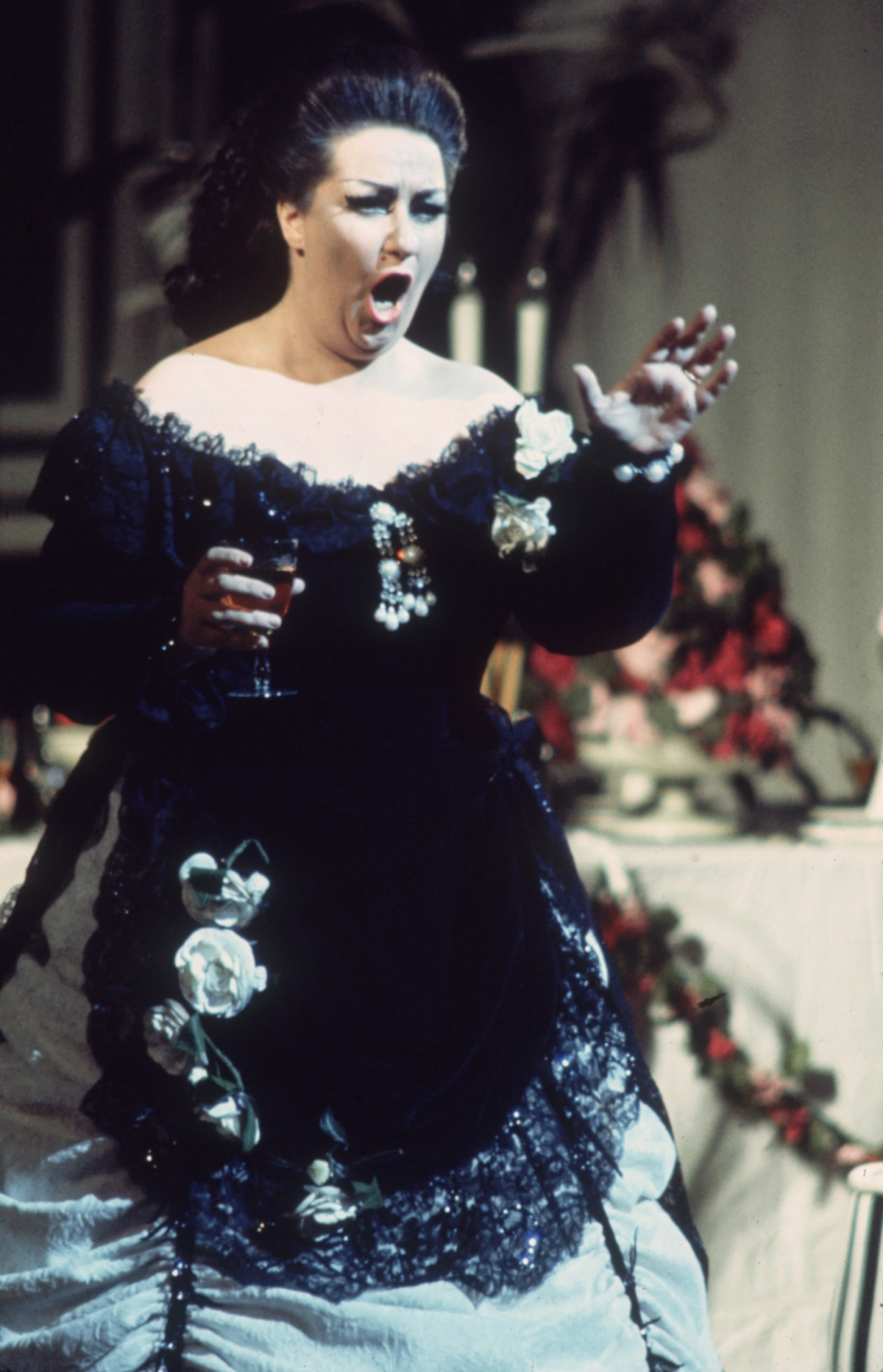 """Звездната слава на Кабайе изгрява през 1965 г. с ролята X на Лукреция Борджия в операта на Доницети в известния """"Карнеги хол"""" в Ню Йорк, след като излиза на сцената като заместничка на болна своя колежка. По време на 50-годишната си кариера тя е гастролирала в операта """"Метрополитън"""", в държавната опера на Виена и е пяла до известни тенори като Лучано Павароти и Пласидо Доминго."""