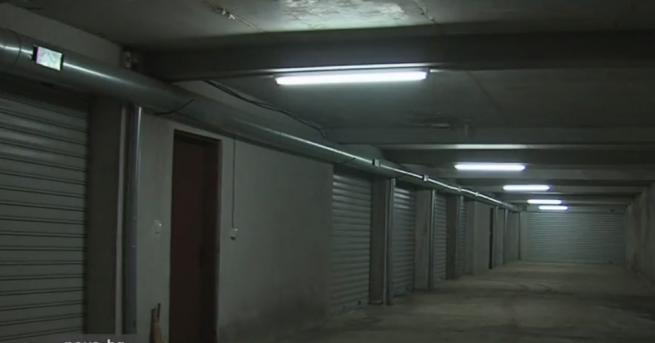 Строеж блокира коли в гаражите им в Благоевград. За това