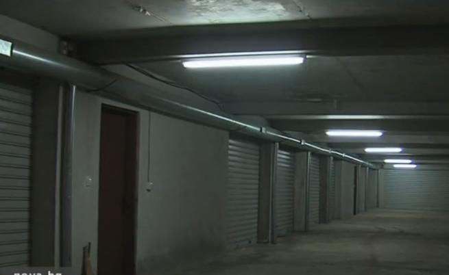 Зазидан е пътят към подземен гараж, има ли коли