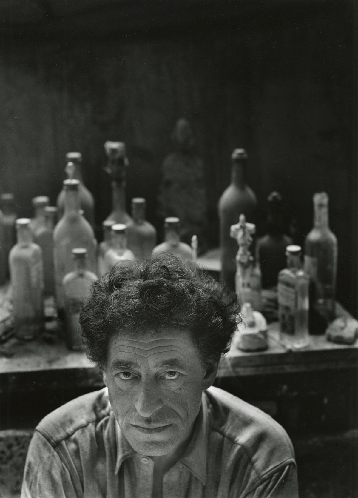 СкулпторътАлберто Джакомети (1954 г.). Утвърждава се като един от водещите скулптори насюрреализма.