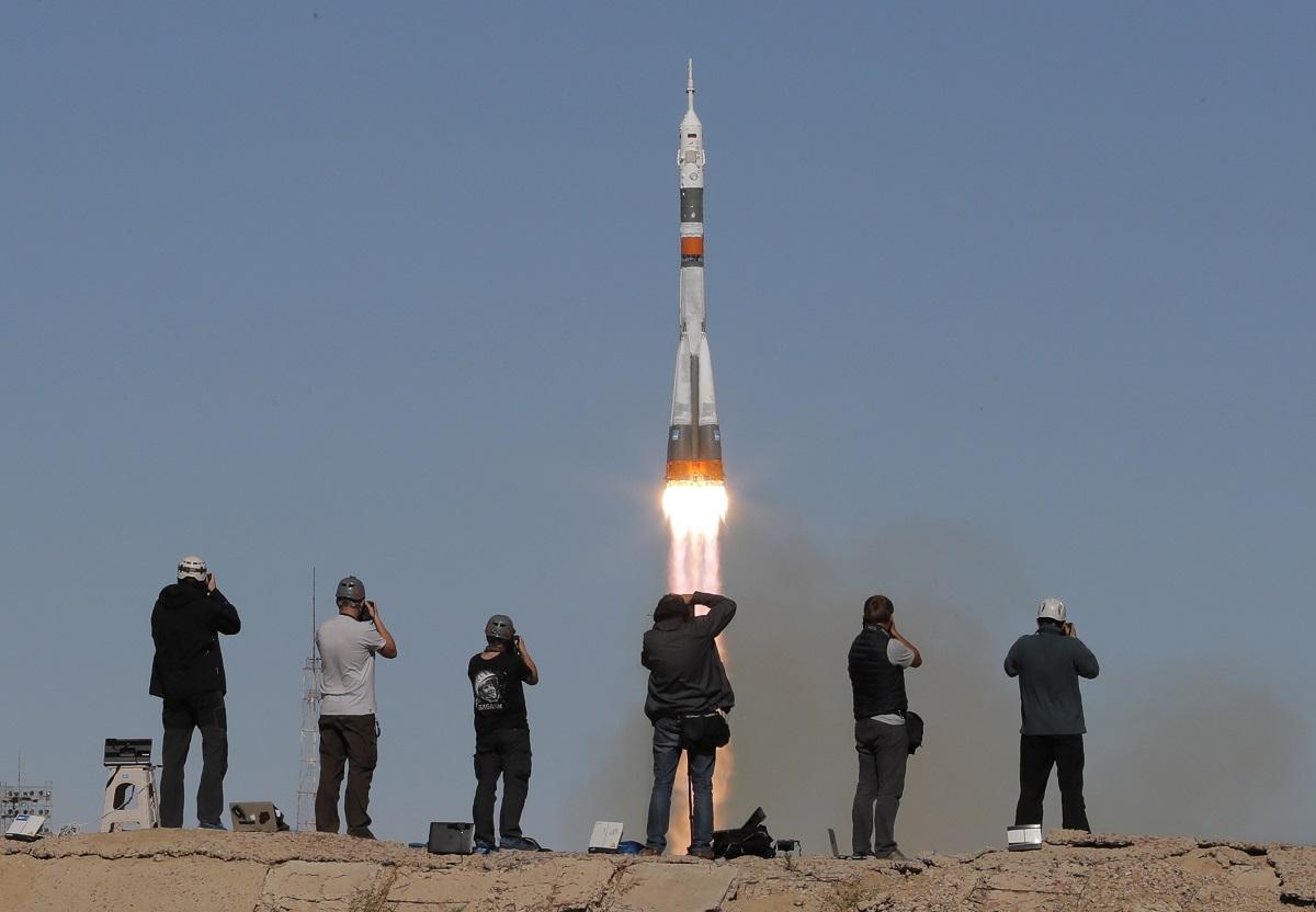 На борда са били руският космонавт Алексей Овчинин и американецът Ник Хейг