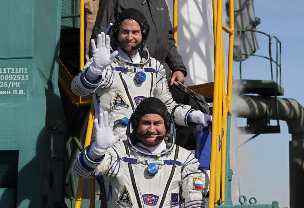 - На борда са били руският космонавт Алексей Овчинин и американецът Ник Хейг