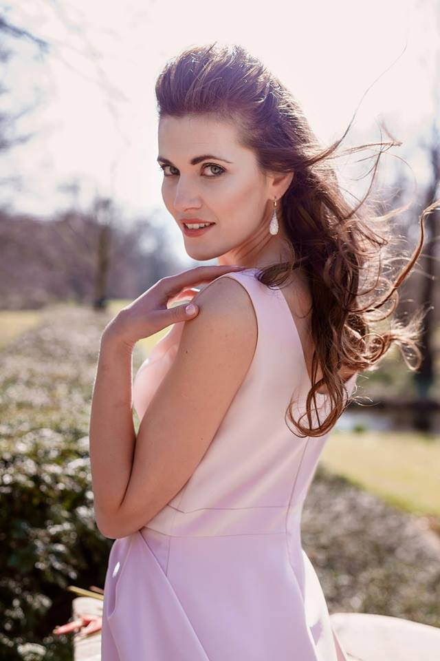 """Българката Юлия Бакалова бе избрана за """"Мисис Европейски съюз"""" на конкурс за красота, провел се в Гибралтар. За това съобщи самата победителка в профила си във Facebook."""