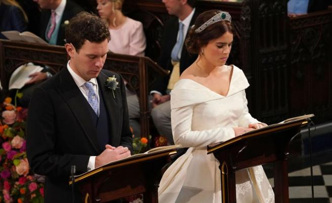 Принцеса Юджини носеше тиара със смарагди, която ѝ беше предоставена за случая от Елизабет Втора