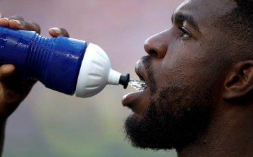 Манчестър Юнайтед и Манчестър Сити се ослушват за Умтити