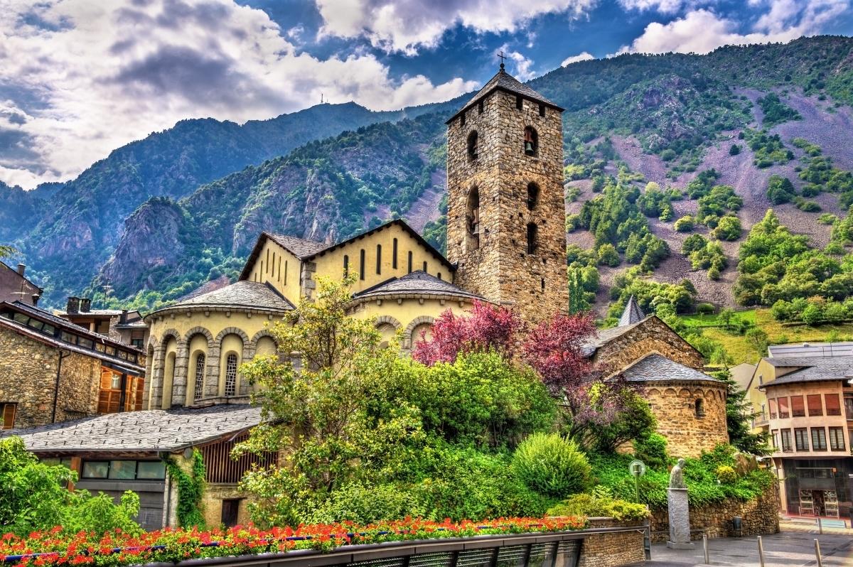 Андора - население от 22 000 души.