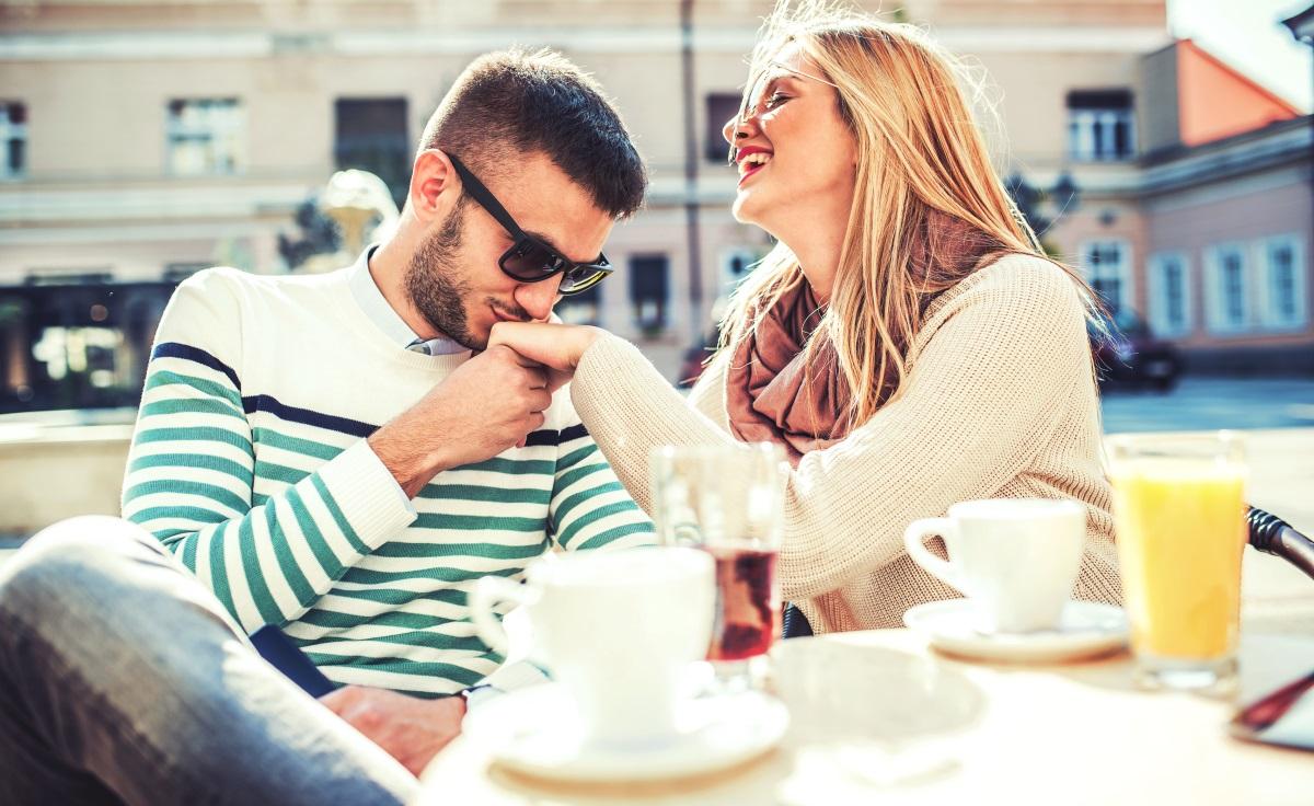 Водолей<br /> Не може да понасяте, когато някой стане емоционален към вас и ще го прекратите, когато това се случи. Въпреки това, сте много чувствителен/а към собствените си нужди. Безпокойте се, когато той/тя не върви в една посока с вас и не споделя идеите ви. Често чувствате, че той/тя не ви разбира напълно.