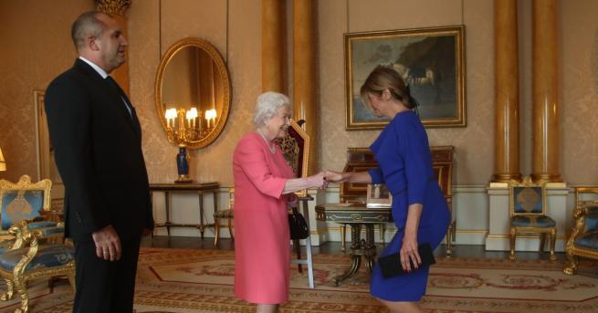 Снимка: Президентът и Деси Радева се срещнаха с кралицата