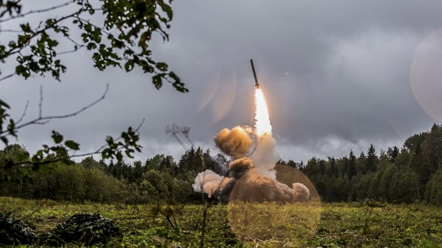<p>Тръмп се оттегля от договора за ракетите. Путин отговори</p>