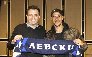 Официално: Обертан преподписа до 2021-а с Левски