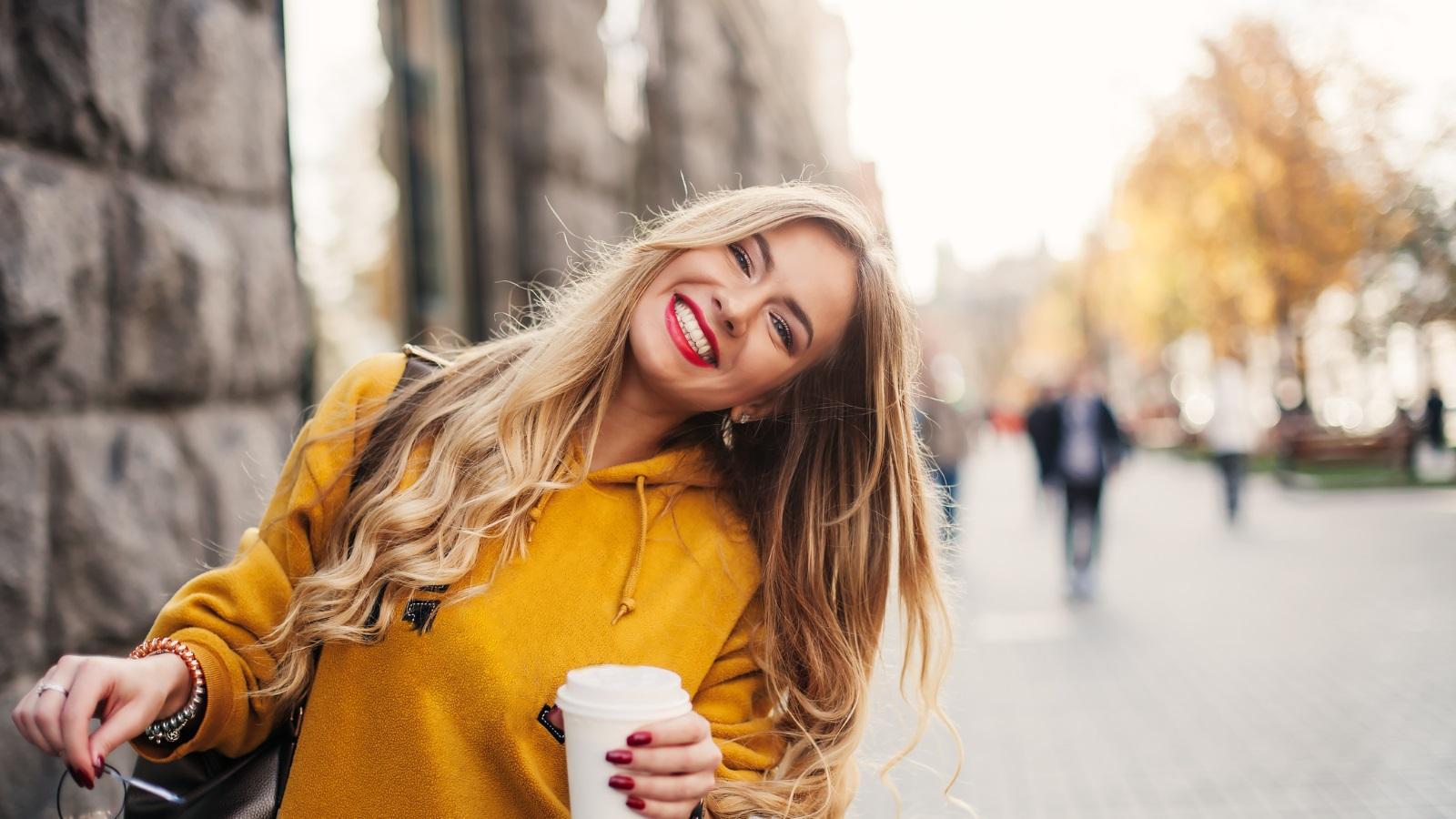 Красива усмивка.<br /> Много жени се притесняват да се усмихнат широко и да се смеят от сърце. Съветът ни е да не се страхувате да бъдете естествени и импулсивни, защото няма нищо по-секси от искрената усмивка и чувството за хумор.