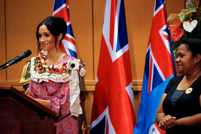 <p>В речта си в Университета на Южния Пасифик херцогинята каза: &bdquo;На всеки трябва да се осигури възможността да получи образованието, което иска, и още по-важно &ndash; образованието, което има правото да получи. А за жените и децата в развиващите се страни това е жизненоважно. Когато на момичетата се дадат правилните средства към успеха, те могат да създадат невероятно бъдеще не само за себе си, но и за всички около тях.&ldquo;</p>