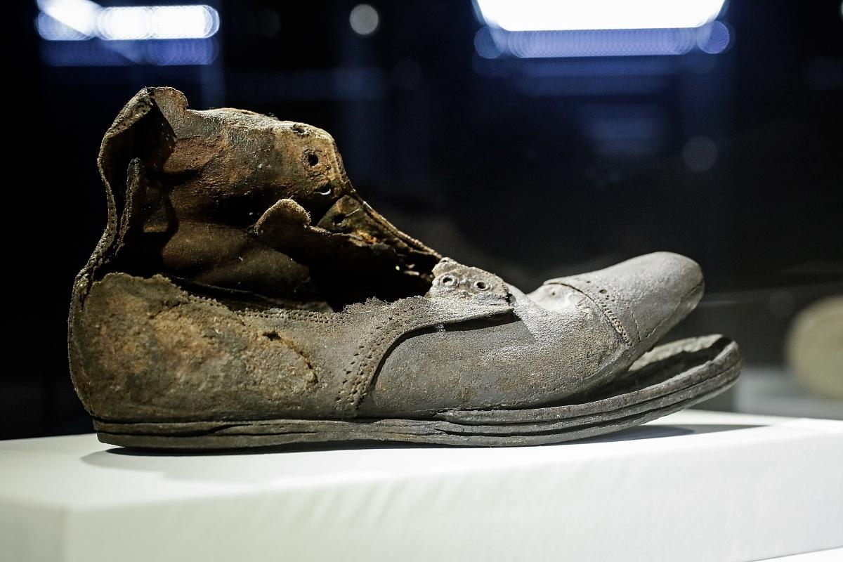 Обувка на един от пасажерите.