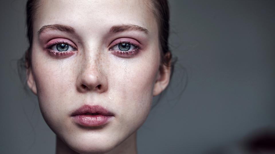 жена тъга ръжна