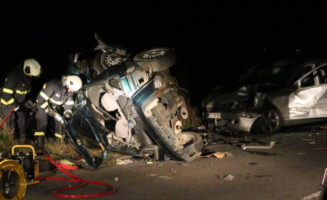 Двама души загинаха при тежка катастрофа на пътя Стара Загора-Казанлък