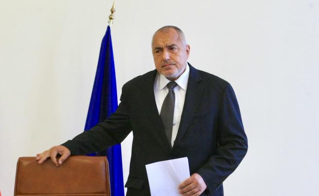 Борисов временно спря промените за застраховането
