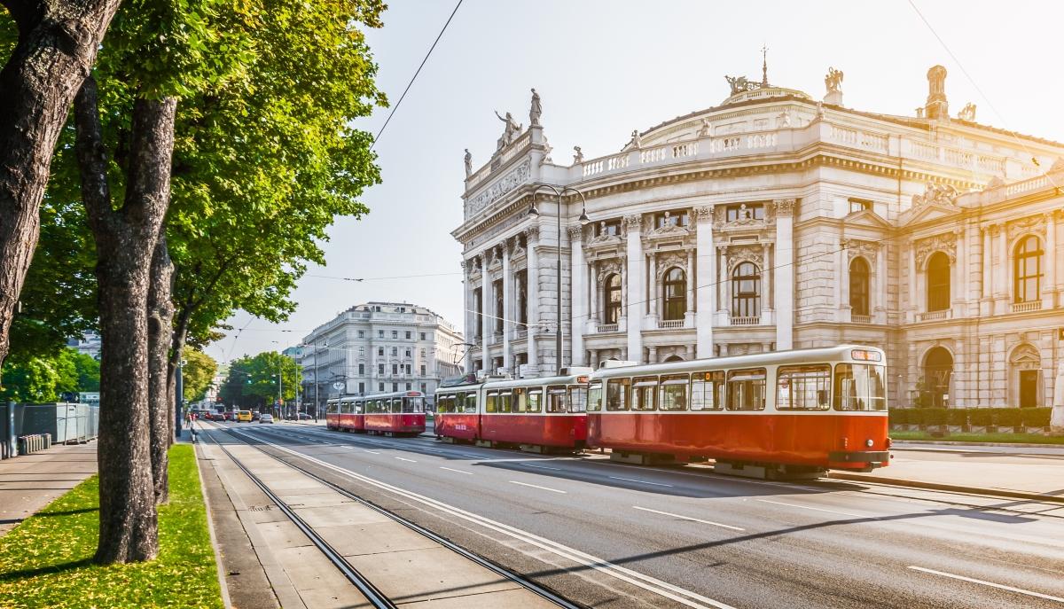 Виена.Градът има над 100 смарт проекта, които развива. Един от тях е свързан с възобновяемата енергия. По план до 2030 година половинаа източници на енергия в града трябва да бъдат възобновяеми.