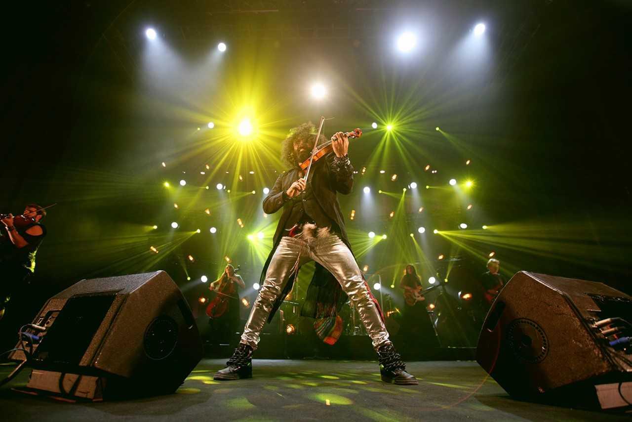 """Ара Маликян е носител на всички най-престижни призове в цигулковото изкуство, а през 2015 г. е номиниран за """"Латино Грами""""."""