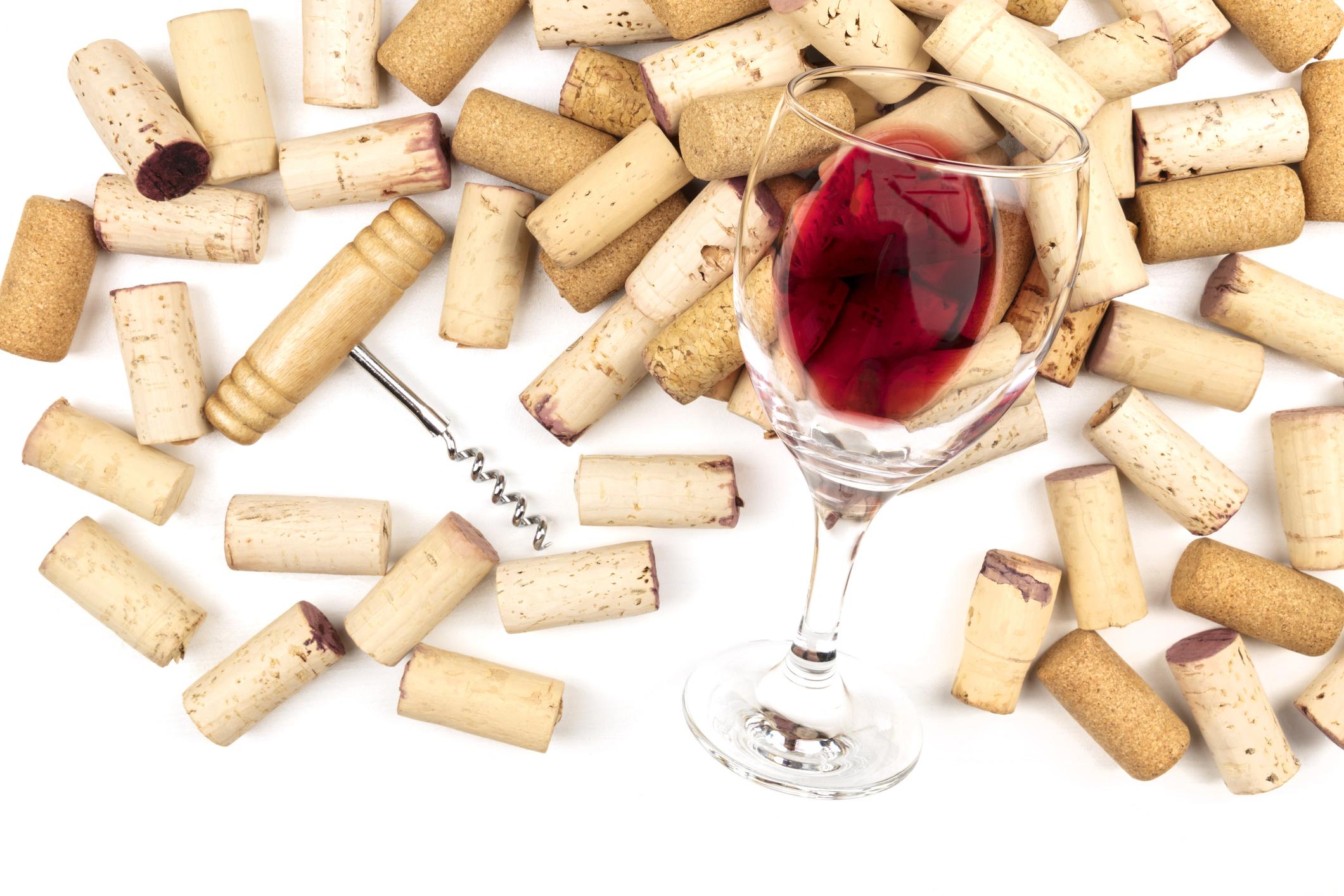 Тапите от виното. Не е нужно да ги пазите, освен ако не ги колекционирате или не подготвяте някаква декорация с тях.
