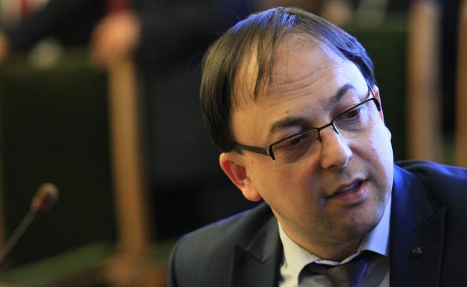 Бивш шеф на ДАБЧ: Това е атака срещу ВМРО