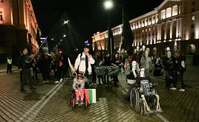 Нови социални услуги от 2020 г., но протестите продължават