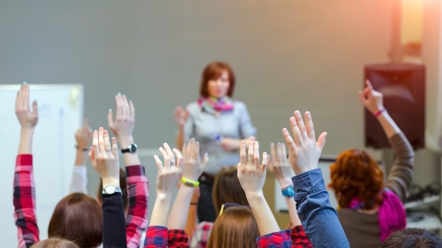 Анкета: 82% от учителите предпочитат редовен учебен процес