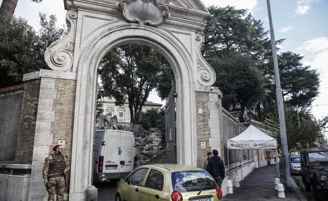 Скелет в посолство на Ватикана, търсят изчезнали момичета