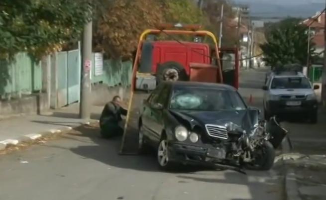 """18-годишен с """"Мерцедес"""" уби жени на тротоар"""