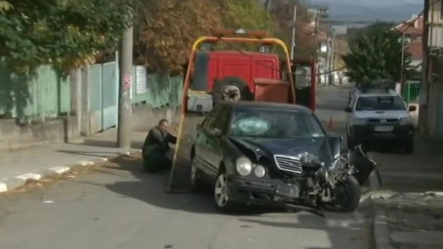 <p>18-годишен с &bdquo;Мерцедес&rdquo; уби жени на тротоар</p>