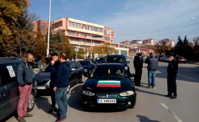 Протест срещу скъпите горива, блокираха пътища