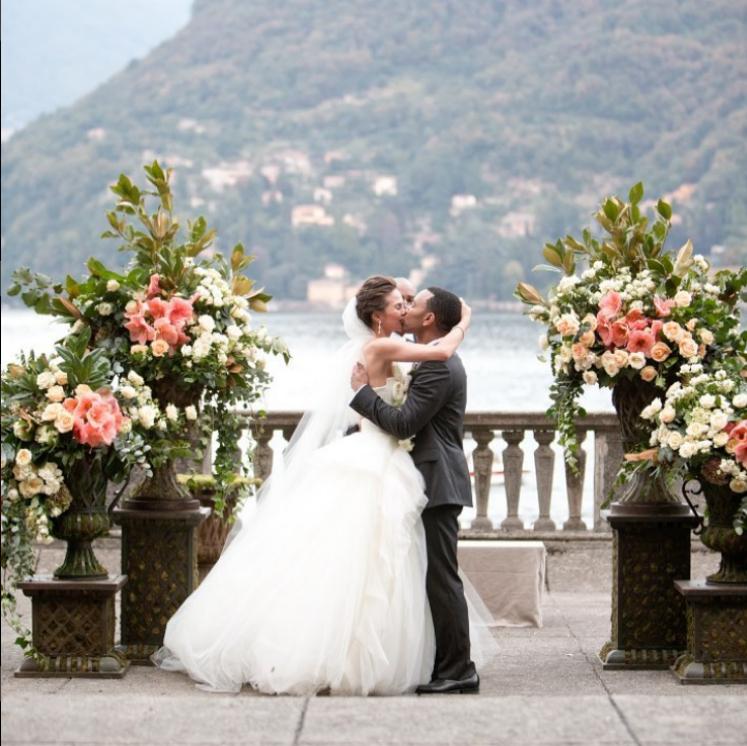 Моделът Криси Тейгън и певецът Джон Леджънд се женят през септември 2013 г. на красива церемония на езерото Комо.