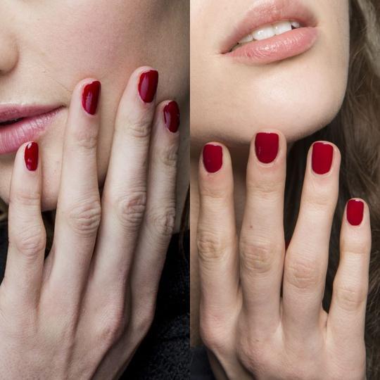 <p><b>Червено</b><br /> Червеният лак за нокти е вечна класика. Присъствието му сред топ трендовете е съвсем очаквано. Кървавочервените нюанси са доминиращи.</p>  <p><i>&nbsp;</i></p>