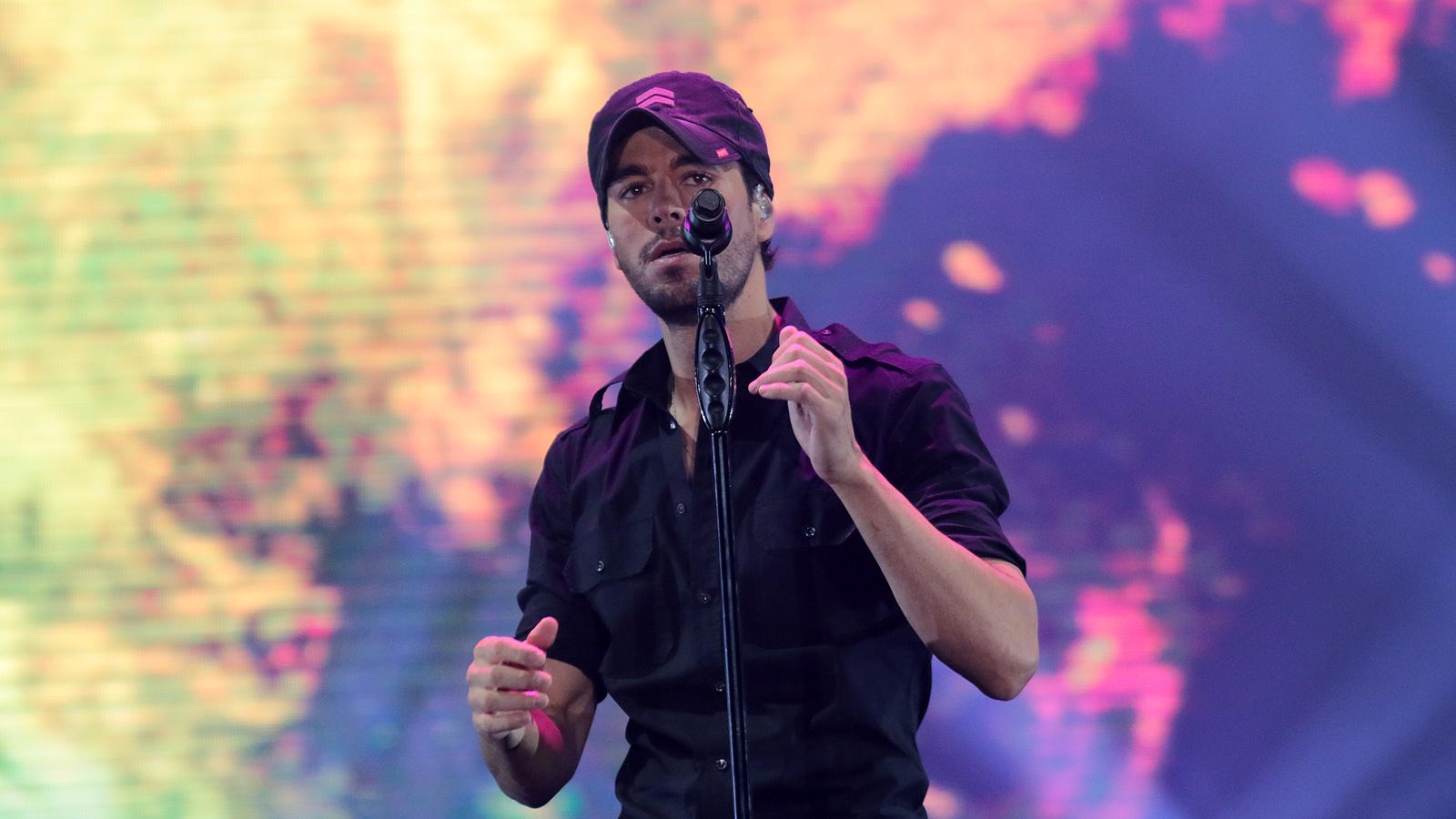 Енрике Иглесиас предизвика фурор пред 15 000 в Арена Аремеец, София