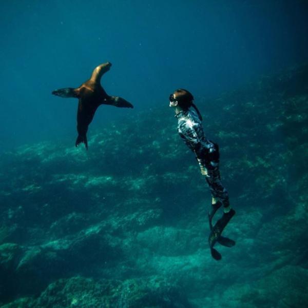 Мадисън Стюарт и Перин Джеймс са двама млади ентусиасти, които прекарват по-голямата част от живота си под водата. Те имат две големи страсти - гмуркането и фотографията. Вижте на какви гледки се натъкват в подводния свят