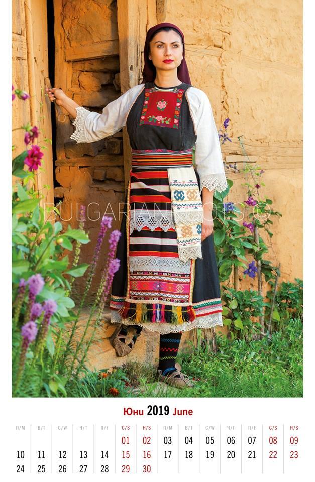 Женски сукманен костюм от<br /> с. Малък Дервент, Западна Тракия<br /> Women's pinafore garb from Malak Derven village (Nowadays, Mikro Dereio), Western Thrace<br /> Модел: Виктория Облакова<br /> Model: Viktoria Oblakova